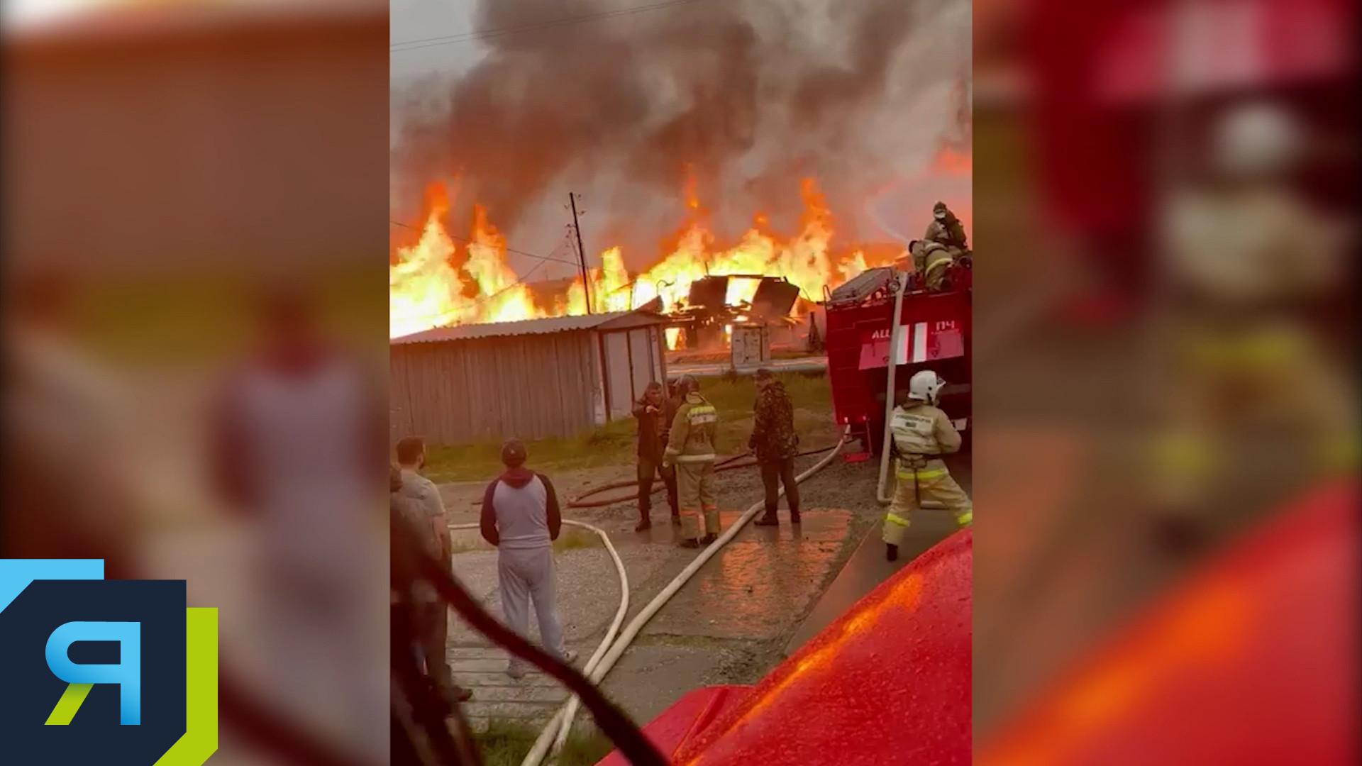 Жилая «двухэтажка» загорелась в Газ-Сале