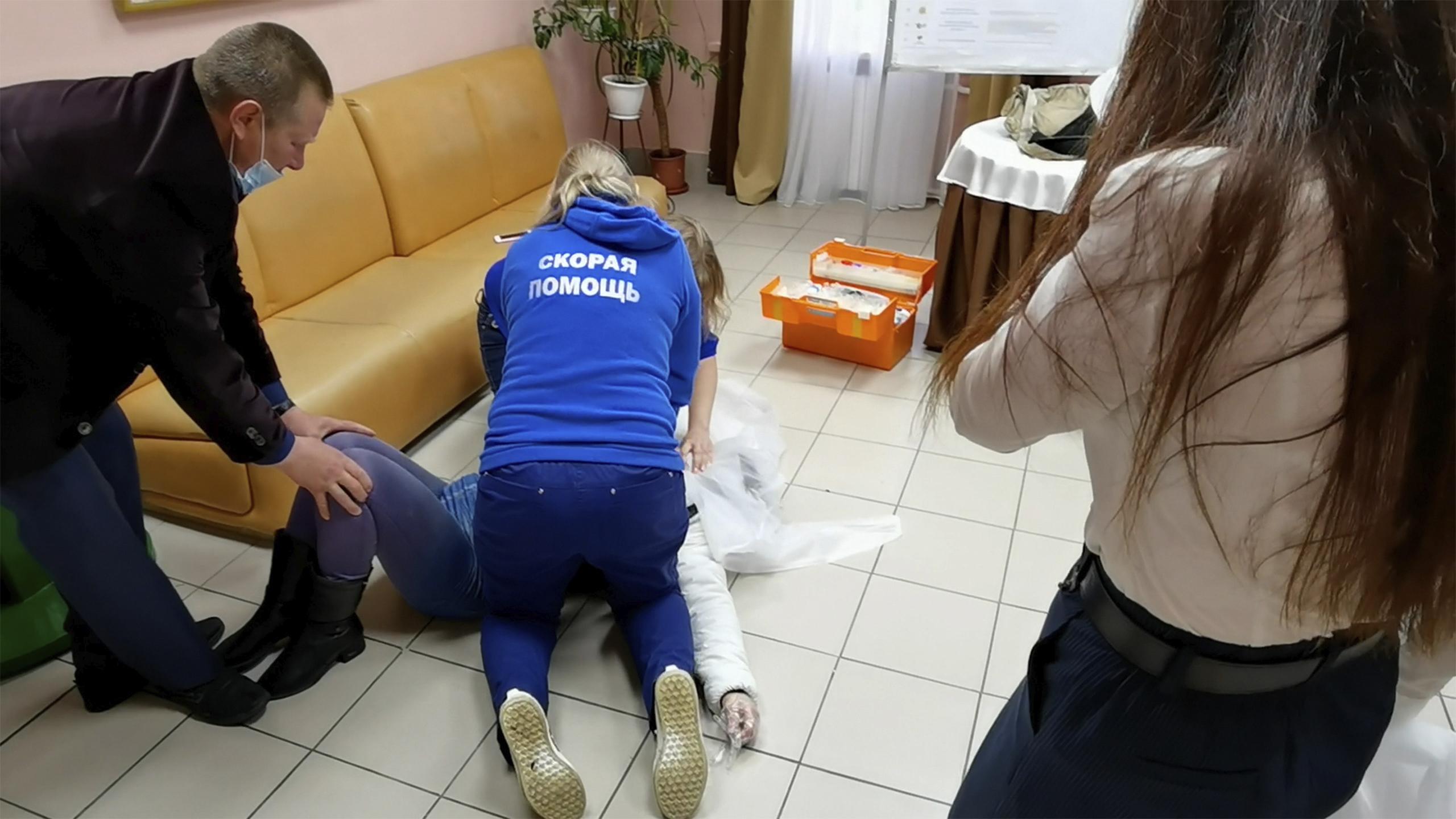 У женщины остановилось сердце на избирательном участке в Аксарке