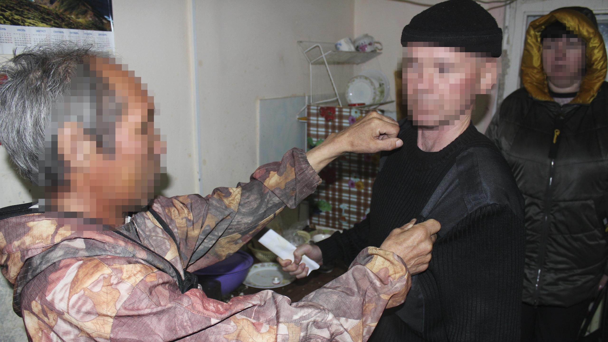 Ямалец получил удар ножом и продолжил пить с нападавшим