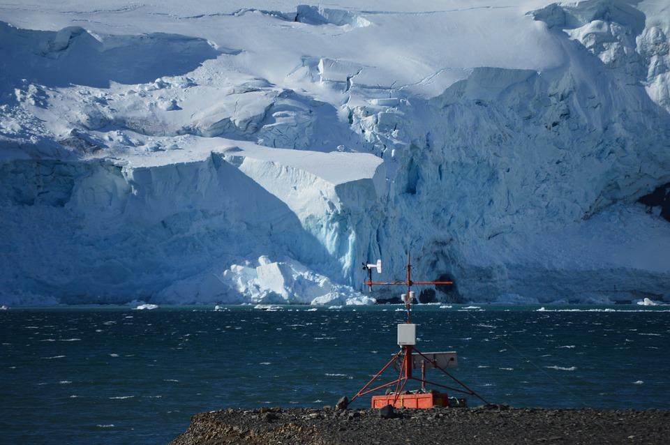 Корабли в Арктике предложили оснастить метеостанциями