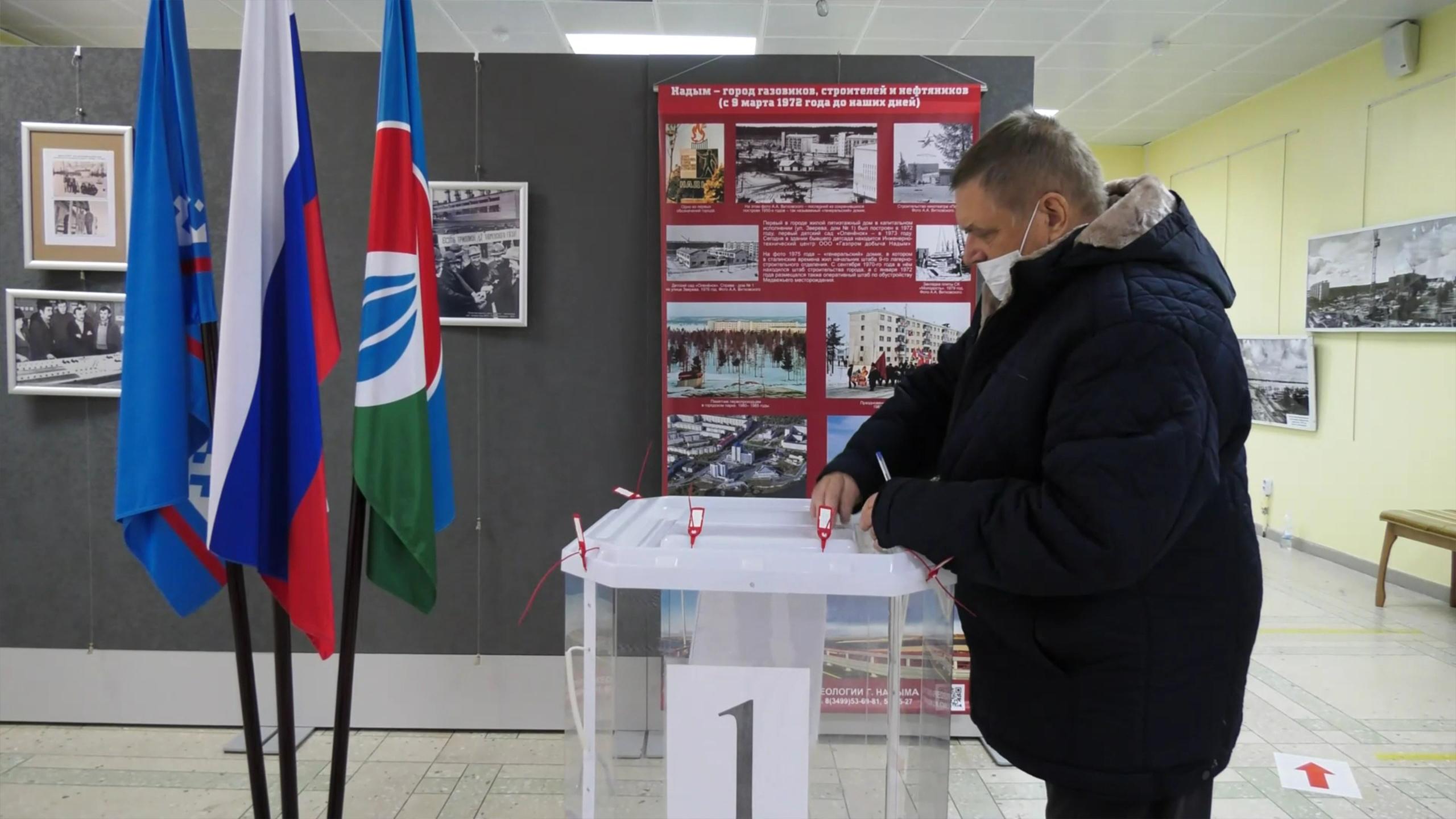 В Надыме идут голосовать в музей и ЗАГС