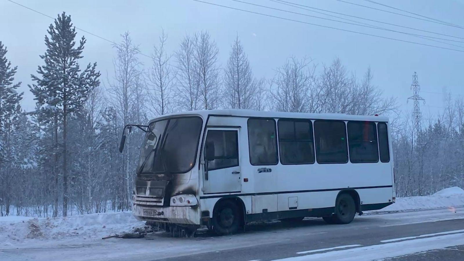 Автобус сгорел на улице Магистральной в Ноябрьске